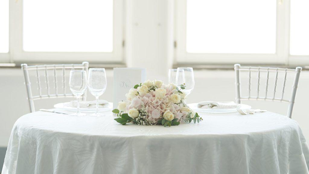 Allestimento tavolo con colori tenui